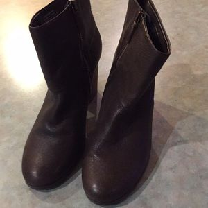 Quad comfort brown leather ankle boots